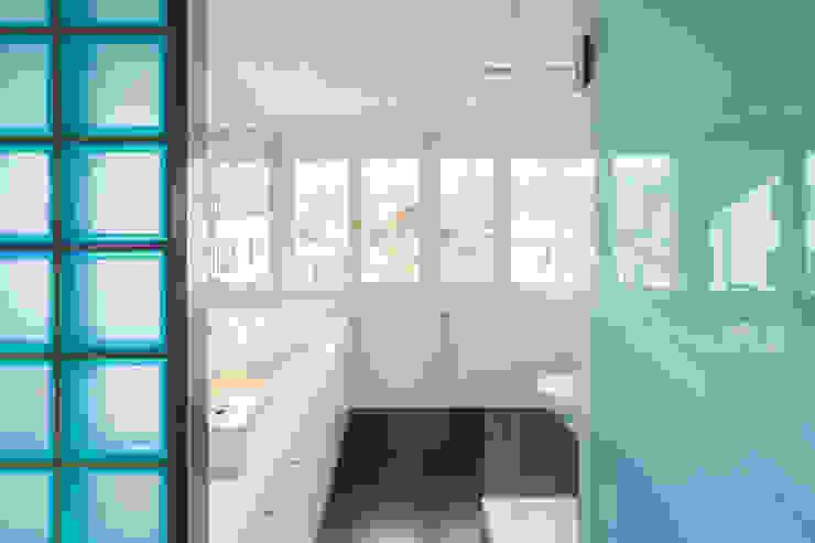 Badezimmer Dachgeschoss Moderne Badezimmer von von Mann Architektur GmbH Modern