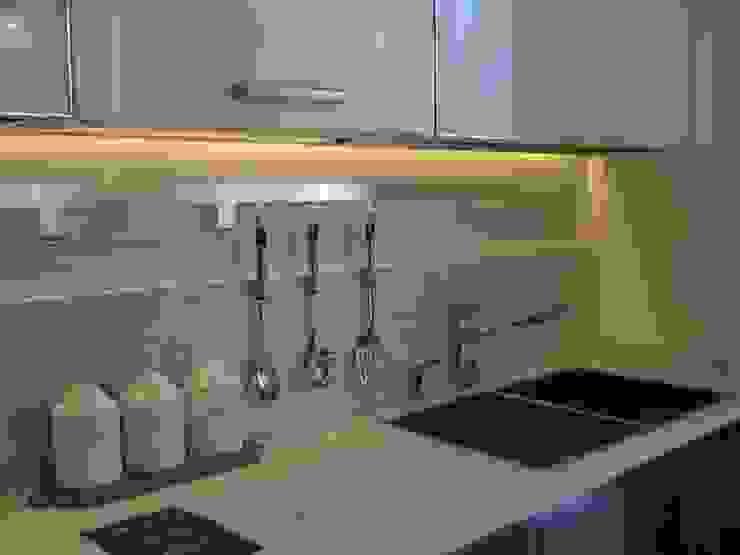 MARA GAGLIARDI 'INTERIOR DESIGNER' KitchenKitchen utensils