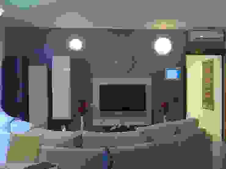 MARA GAGLIARDI 'INTERIOR DESIGNER' Living roomTV stands & cabinets