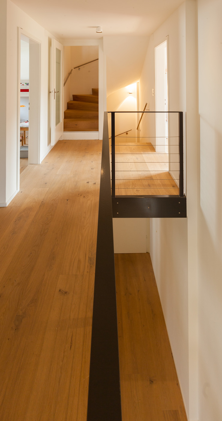 Vorraum Obergeschoss / Galerie Moderner Flur, Diele & Treppenhaus von von Mann Architektur GmbH Modern