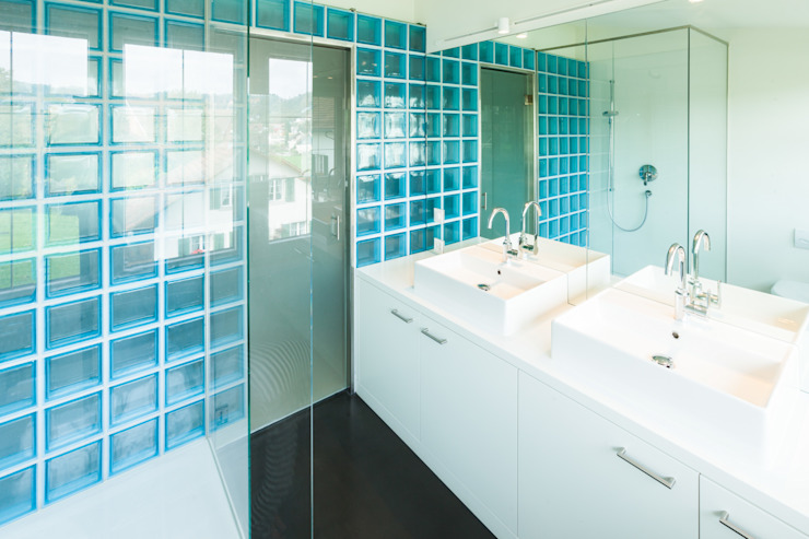 von Mann Architektur GmbH Modern style bathrooms
