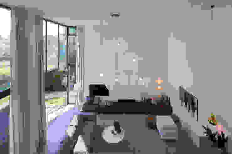 сучасний  by ara | antonia reif architectuur, Сучасний