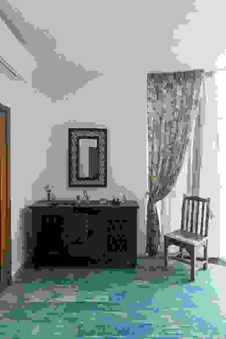 Студия интерьерного декора PROSTRANSTVO U Mediterranean style bedroom