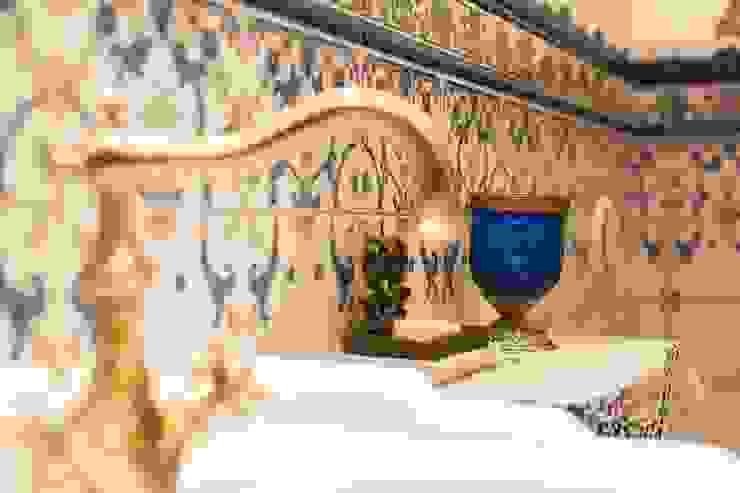 Студия интерьерного декора PROSTRANSTVO U Mediterranean style bathrooms