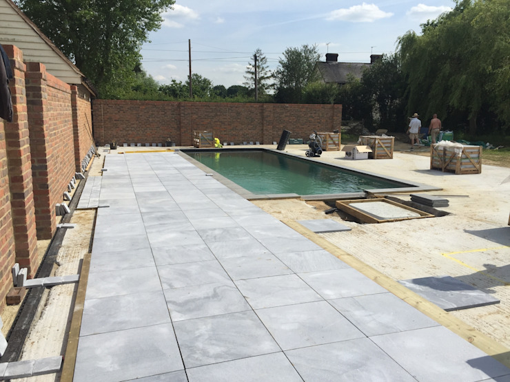 Paving Going down par XL Pools Ltd Moderne