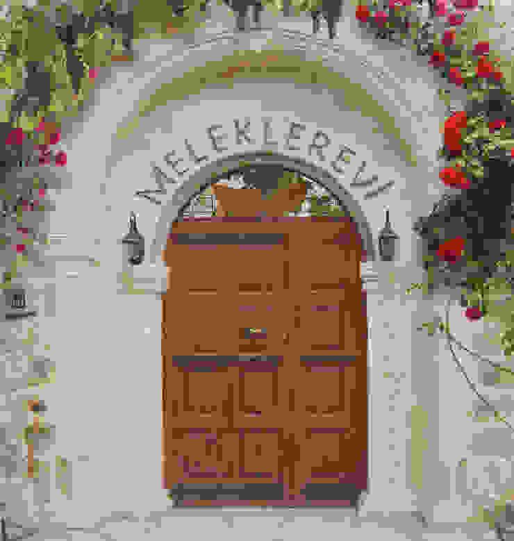 Erinal Mimarlık İnşaat Ltd. Şti Pasillos, vestíbulos y escaleras de estilo mediterráneo