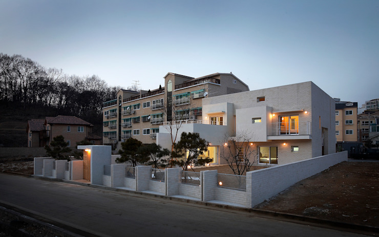 Modern houses by (주)건축사사무소 아뜰리에십칠 Modern