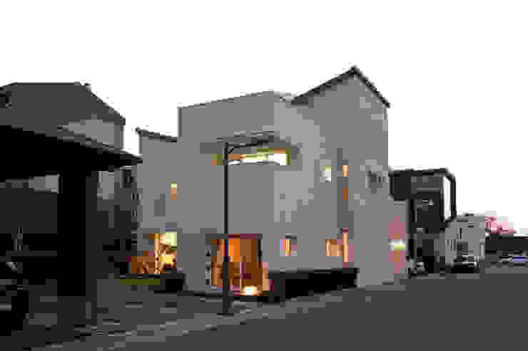 Casas de estilo  por (주)건축사사무소 아뜰리에십칠 , Moderno