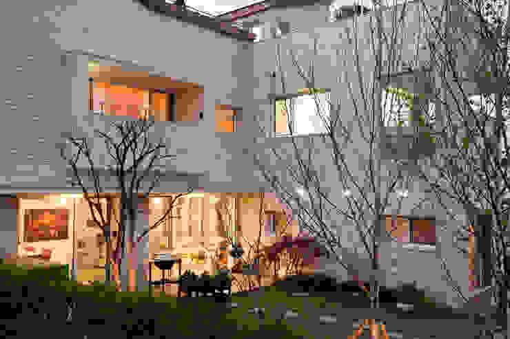 판교 호연당(好緣堂)주택 모던스타일 주택 by (주)건축사사무소 아뜰리에십칠 모던
