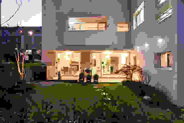 Maisons modernes par (주)건축사사무소 아뜰리에십칠 Moderne