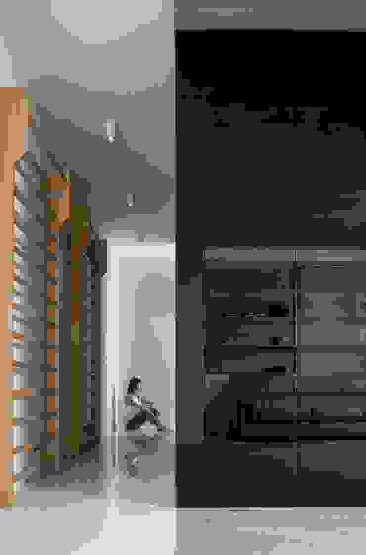 Mohamed Keilani Interiors Minimalistische gangen, hallen & trappenhuizen