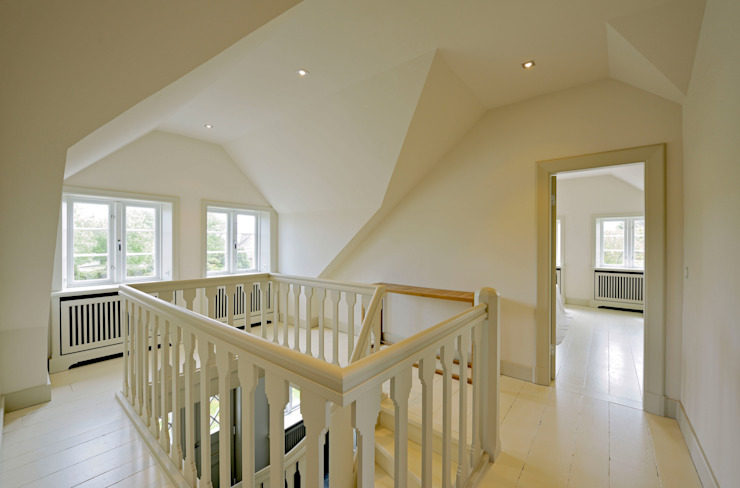 Ralph Justus Maus Architektur Classic style corridor, hallway and stairs