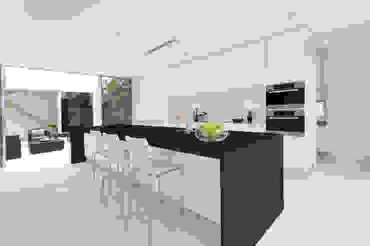 Cozinhas minimalistas por Gruppo Cosentino Minimalista