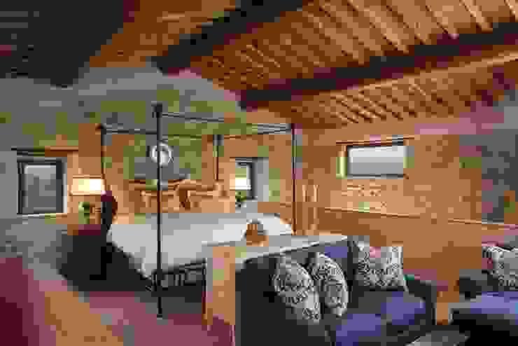 Camera da letto di PORTE ITALIA INTERIORS Classico