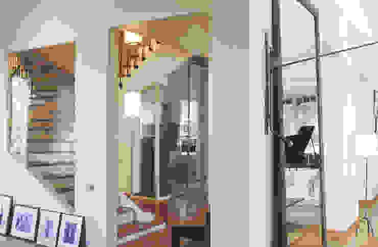 maison familiale Boulogne Billancourt 600m2 Couloir, entrée, escaliers classiques par Claire Dargaud - roulez jeunesse Classique