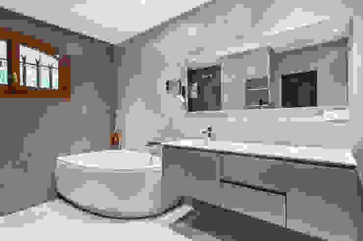 Salle de bains Salle de bain moderne par Pixcity Moderne
