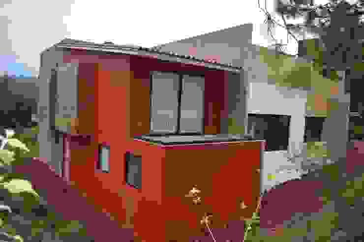 Terraza en una de las habitaciones: Casas de estilo  por Revah Arqs, Moderno