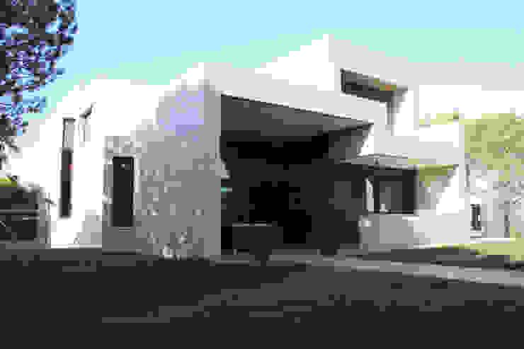 Fachada sur Casa Zaranda Casas de estilo moderno de LAR arquitectura Moderno