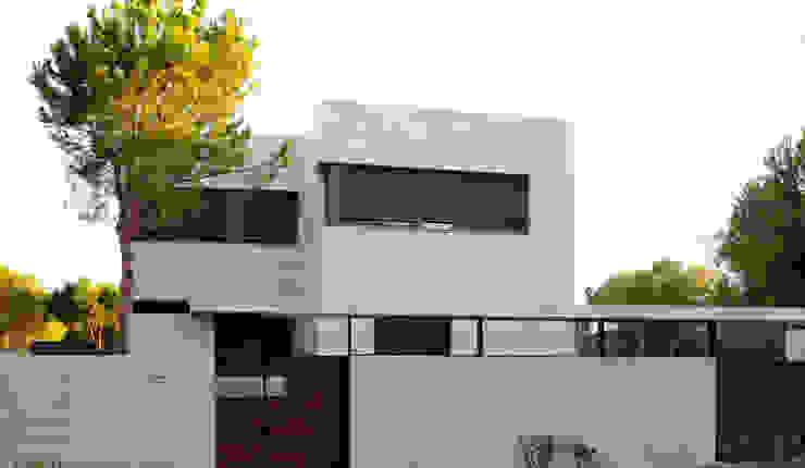Vista Exterior Casa Zaranda Casas de estilo moderno de LAR arquitectura Moderno
