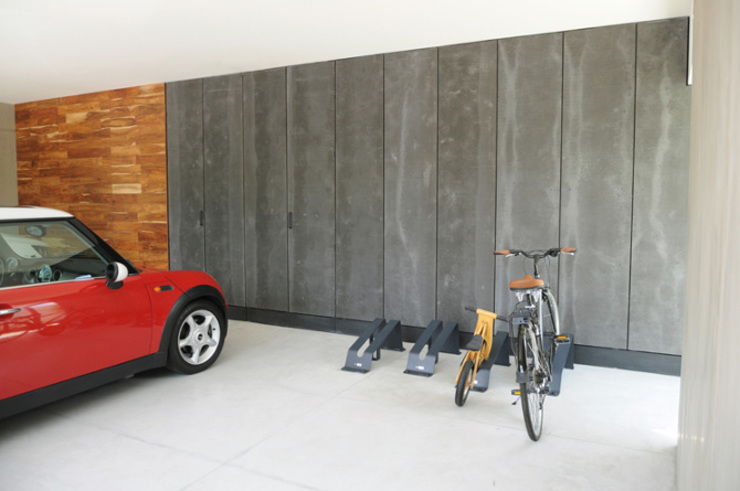 Garage/shed by Mediamadera, Modern Wood Wood effect