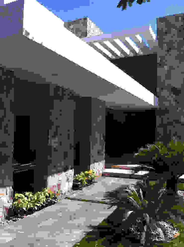 casa 240 Casas modernas de Hussein Garzon arquitectura Moderno Piedra
