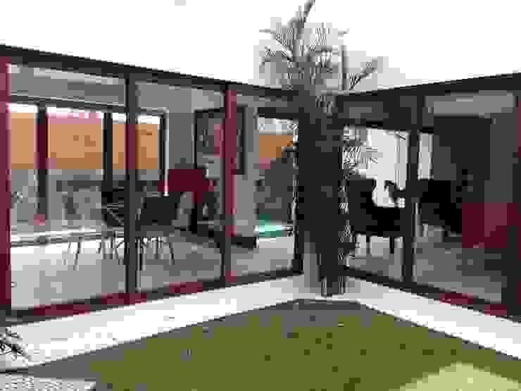 casa 240 Jardines modernos de Hussein Garzon arquitectura Moderno Piedra