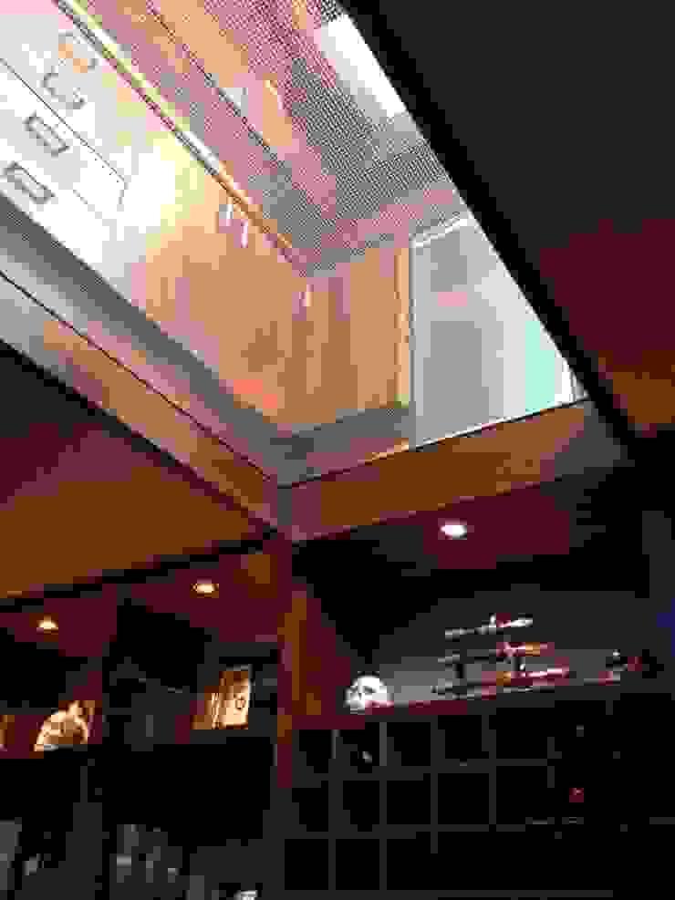 casa 240 Salas multimedia modernas de Hussein Garzon arquitectura Moderno Vidrio