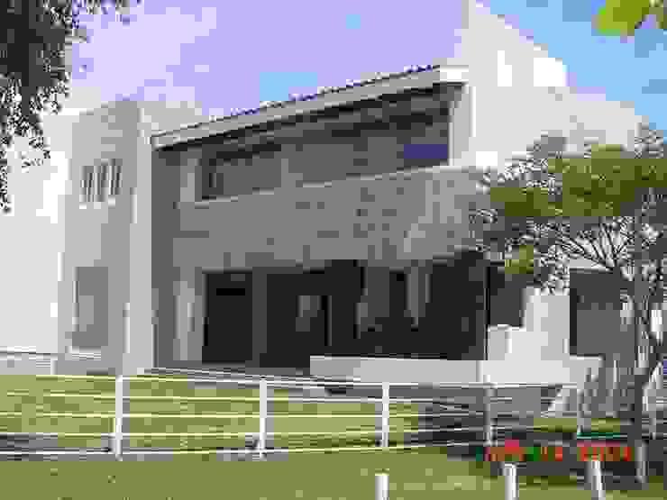 casa 84 Casas modernas de Hussein Garzon arquitectura Moderno Pizarra
