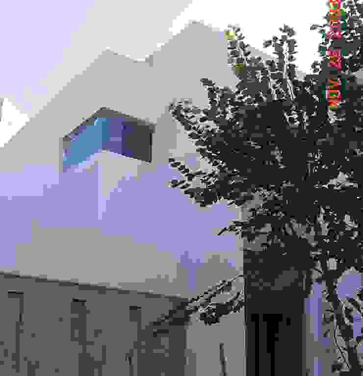 casa 84 Casas modernas de Hussein Garzon arquitectura Moderno Caliza