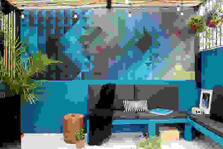 Un mural para personalizar y valorizar un espacio de NINA SAND Moderno
