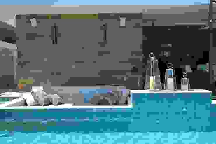 Condomínio dos Bosques - Atlântida: Piscinas  por Eliane Fanti Arquitetura,Moderno