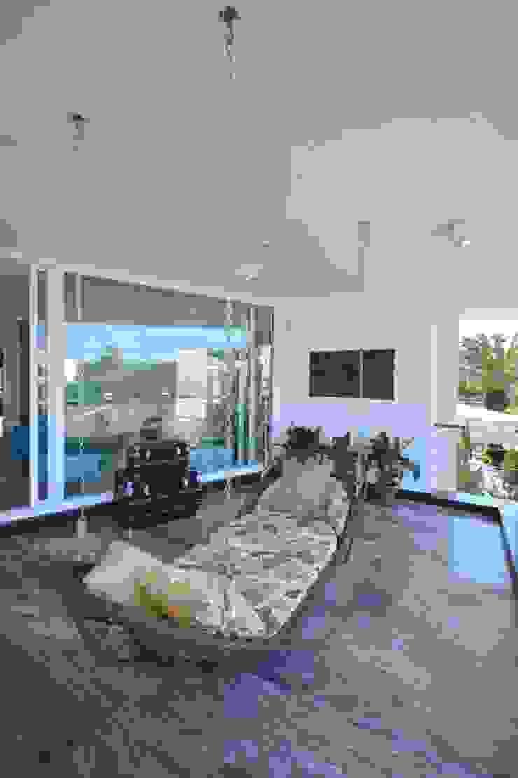 Modern style balcony, porch & terrace by Eliane Fanti Arquitetura Modern