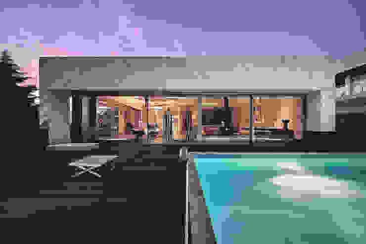Maisons minimalistes par Albertina Oliveira-Arquitetura Unipessoal Lda Minimaliste