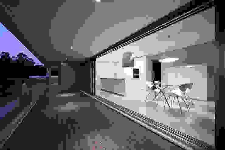 Cuisine minimaliste par Albertina Oliveira-Arquitetura Unipessoal Lda Minimaliste