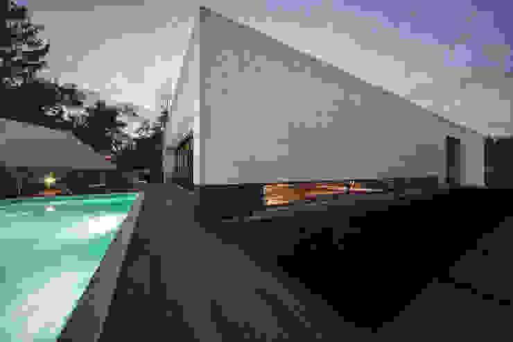 Moradia travessa Clube dos Caçadores -Gondomar-lote1 Casas minimalistas por Albertina Oliveira-Arquitetura Unipessoal Lda Minimalista