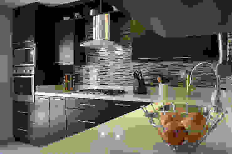 Modern Kitchen by Toren Cocinas Modern