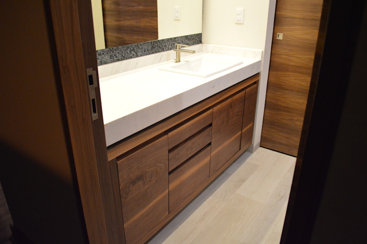 Modern bathroom by Revah Arqs Modern