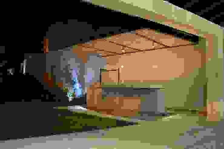 Casa en Interlomas Revah Arqs Balcones y terrazas modernos