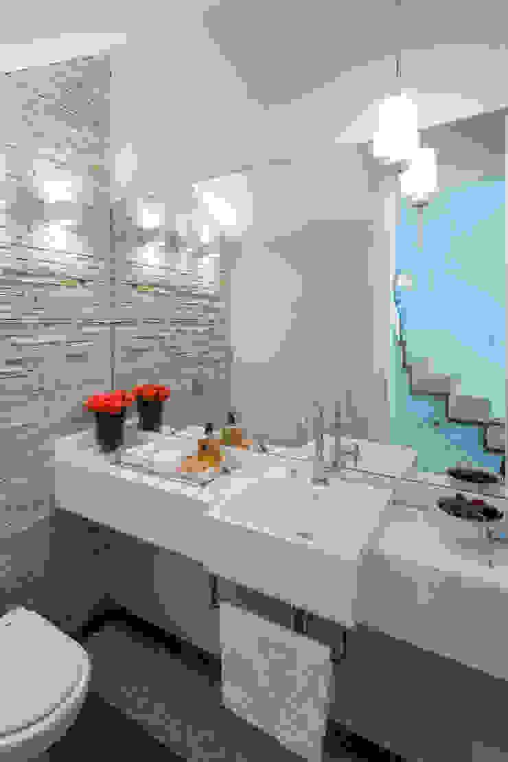 Boutique Arquitetura Modern bathroom