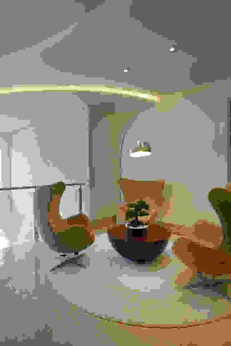 Casa Itu Corredores, halls e escadas modernos por Designer de Interiores e Paisagista Iara Kílaris Moderno