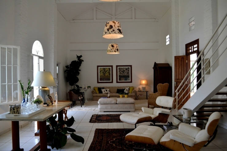Helô Marques Associados Colonial style living room