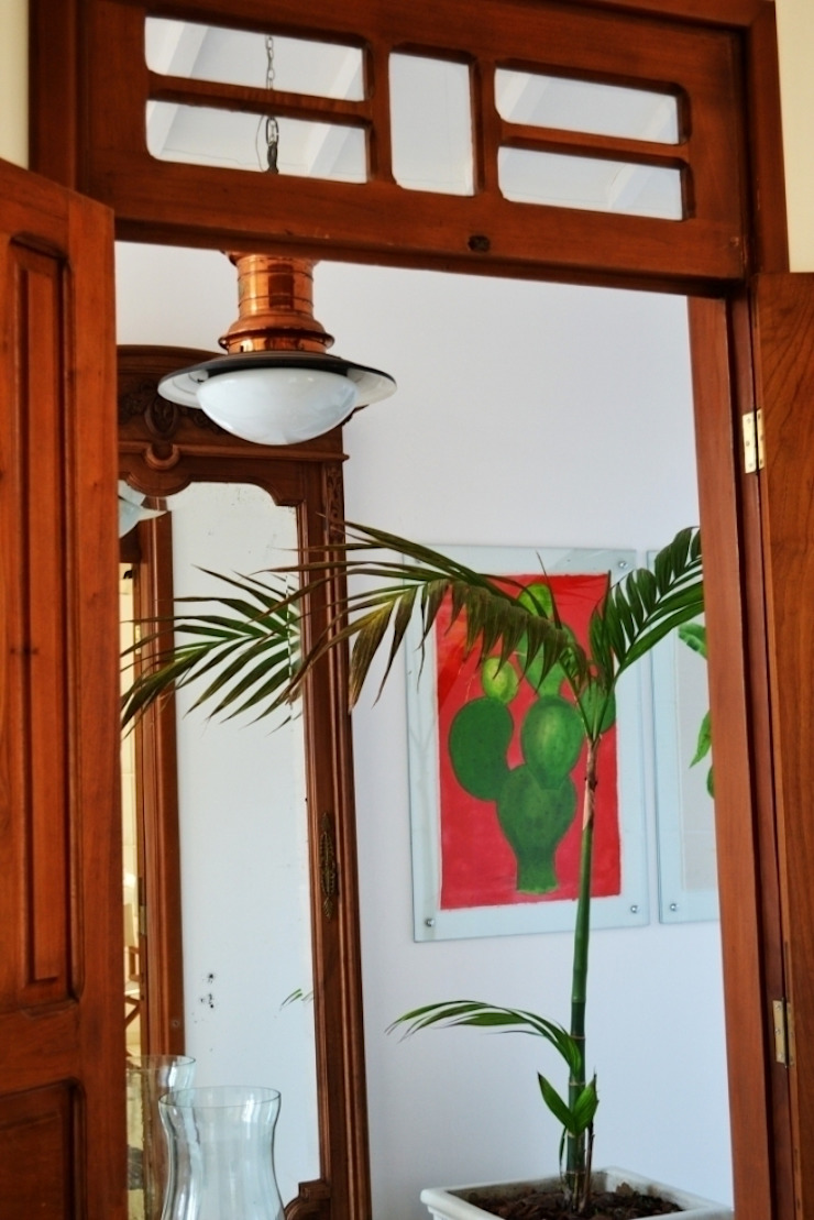 Casa Colonial Corredores, halls e escadas coloniais por Helô Marques Associados Colonial
