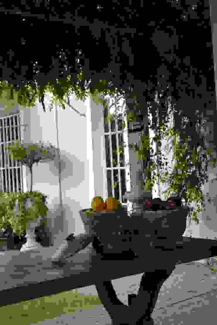 Helô Marques Associados Country style balcony, veranda & terrace