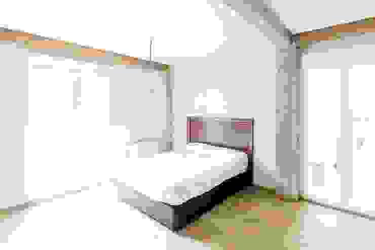 ReinaVictoria 2015 Dormitorios de estilo mediterráneo de MÓRULA Mediterráneo