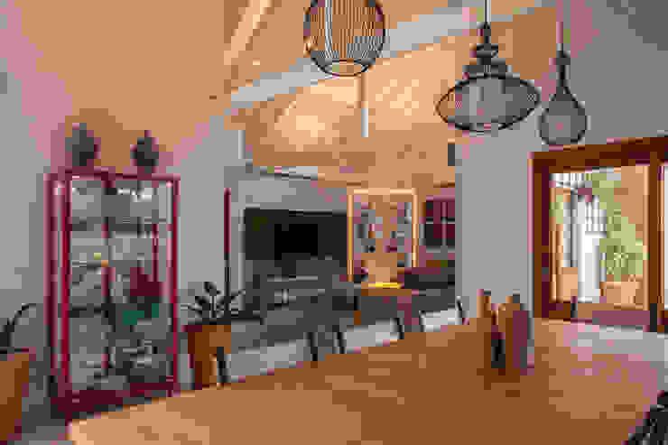 de Biarari e Rodrigues Arquitetura e Interiores Rústico