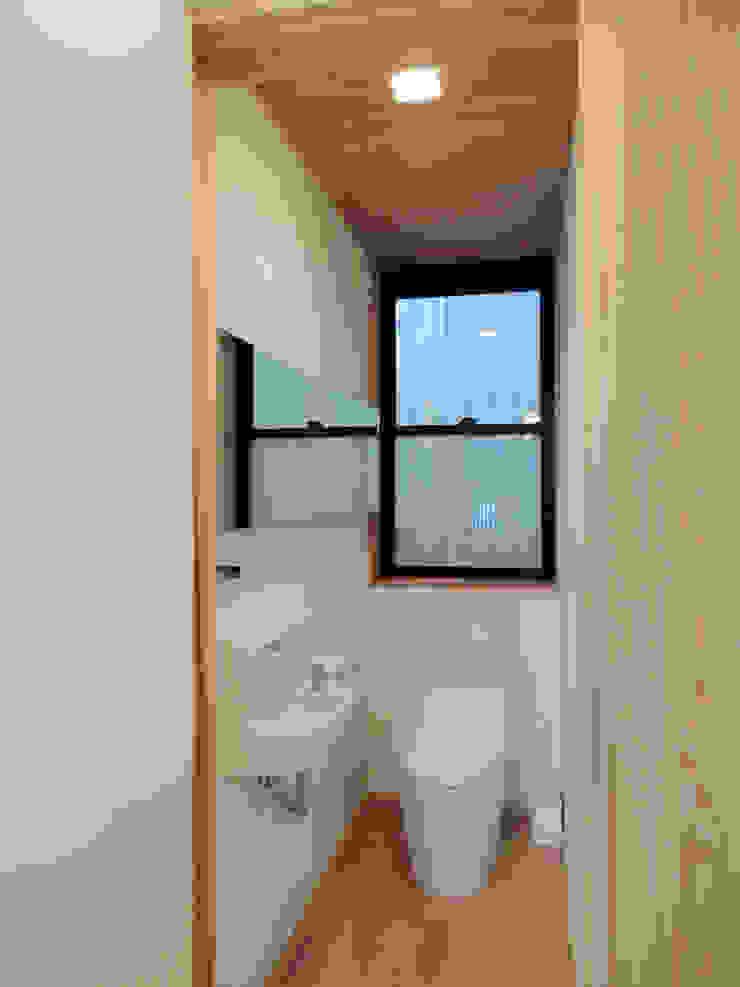 Modern bathroom by Love the Life Modern