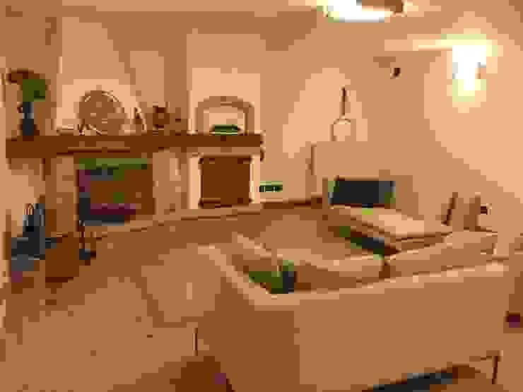 Edil One Bergamo srl Rustic style living room