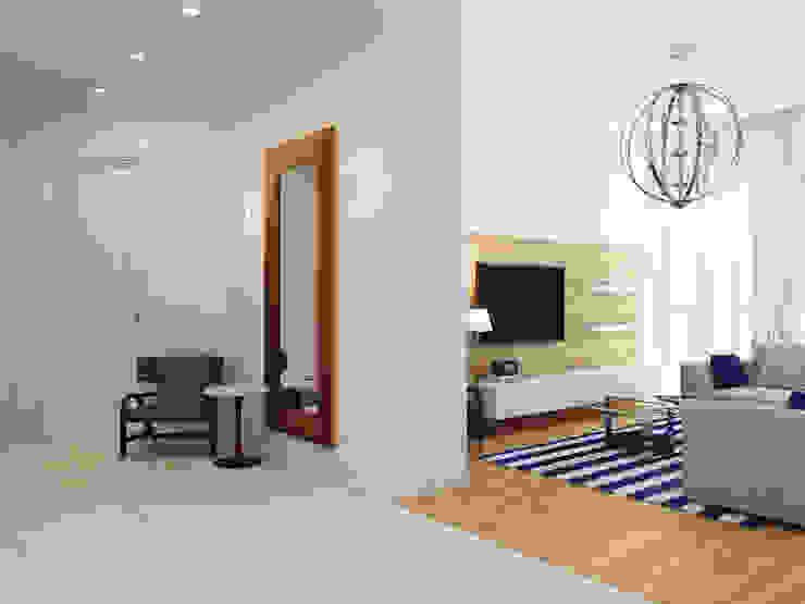 Апартаменты на берегу Черного моря Коридор, прихожая и лестница в средиземноморском стиле от Оксана Мухина Средиземноморский