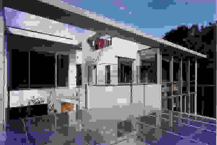 カースペース屋根からの外観 モダンな 家 の 豊田空間デザイン室 一級建築士事務所 モダン ガラス