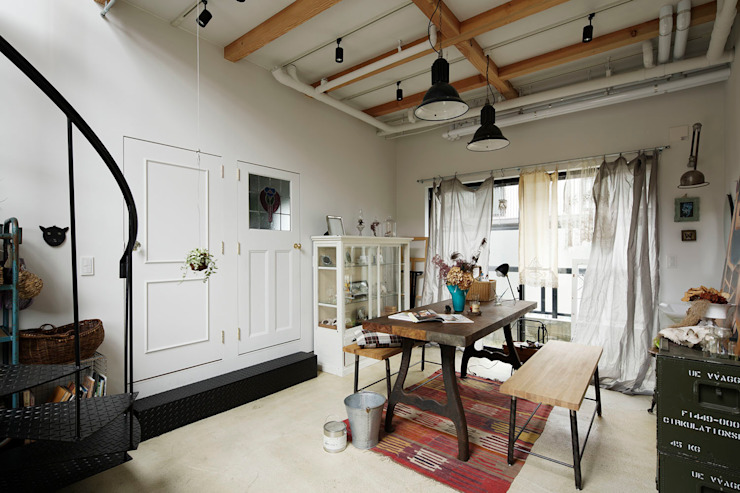 Eclectic style corridor, hallway & stairs by 株式会社CAPD Eclectic